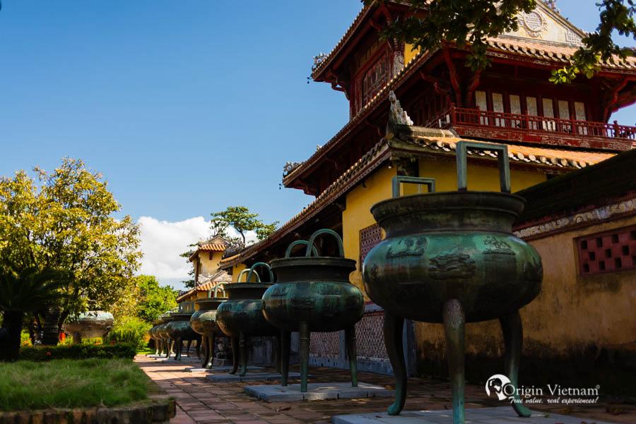 Nice Urn in Hue