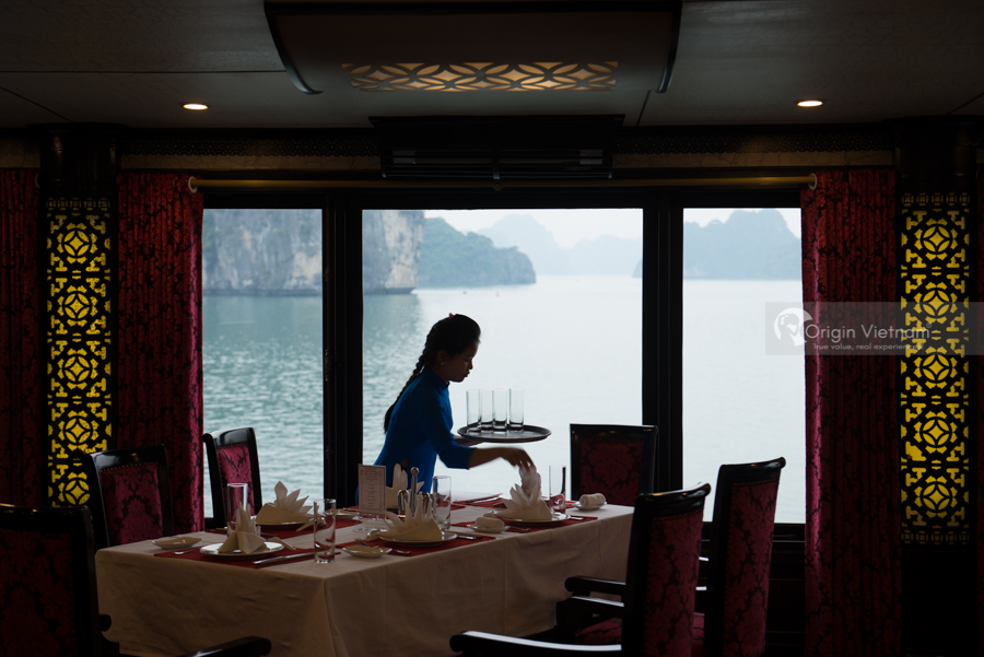 Halong bay services on boatd