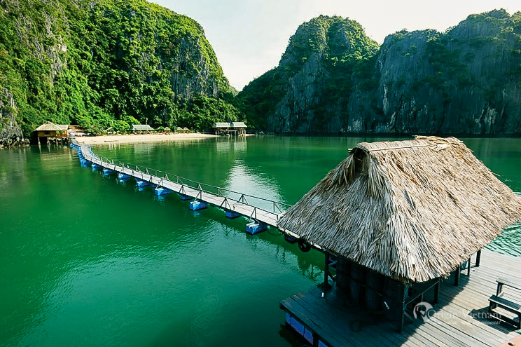 Aquaculture activities at Ha Long Bay