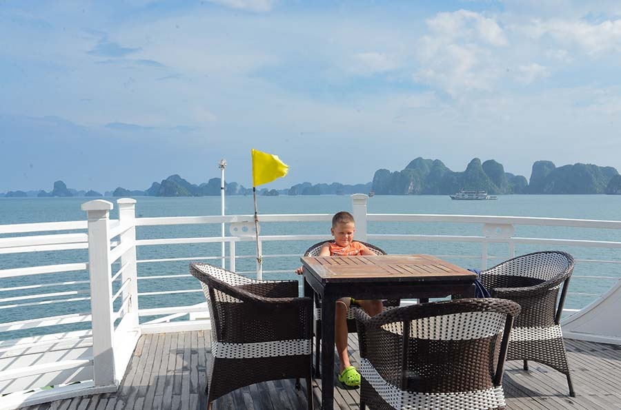 Enjoy the view and luxury service in Halong Bay