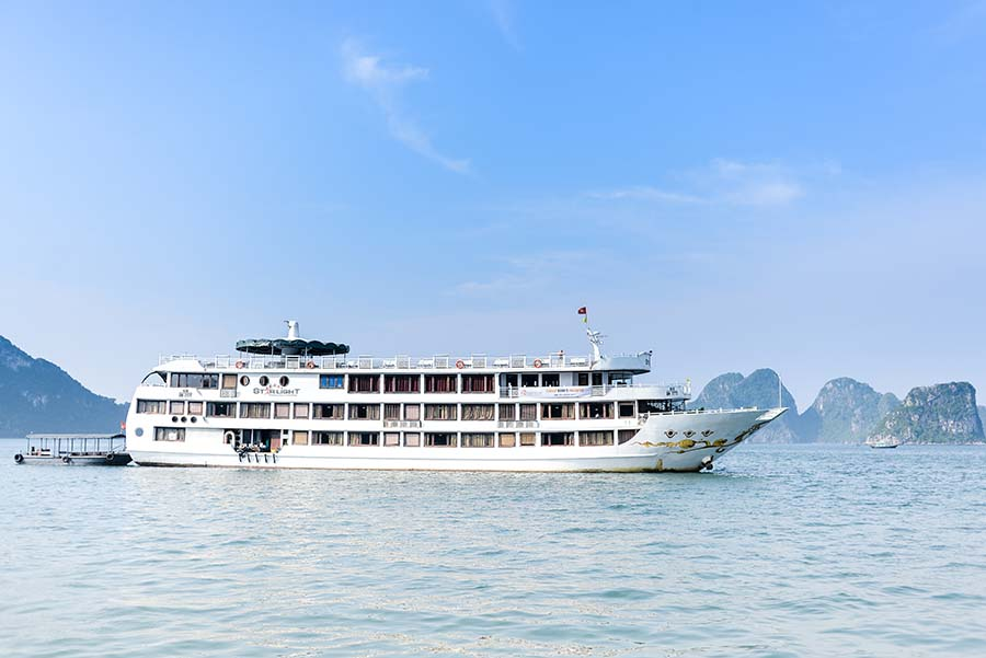 Starlight luxury cruises in Halong Bay