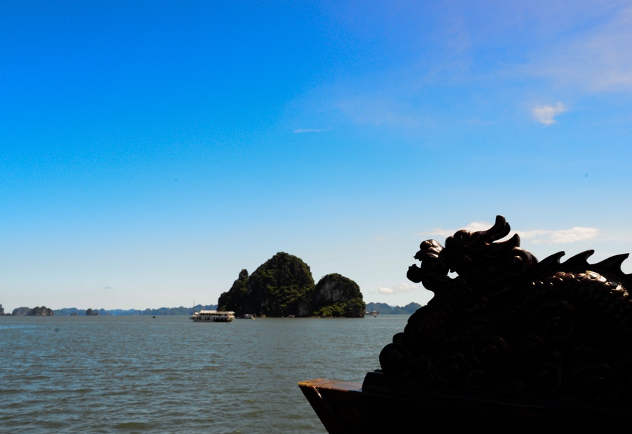 travel to Bai tu long bay from Halong Bay