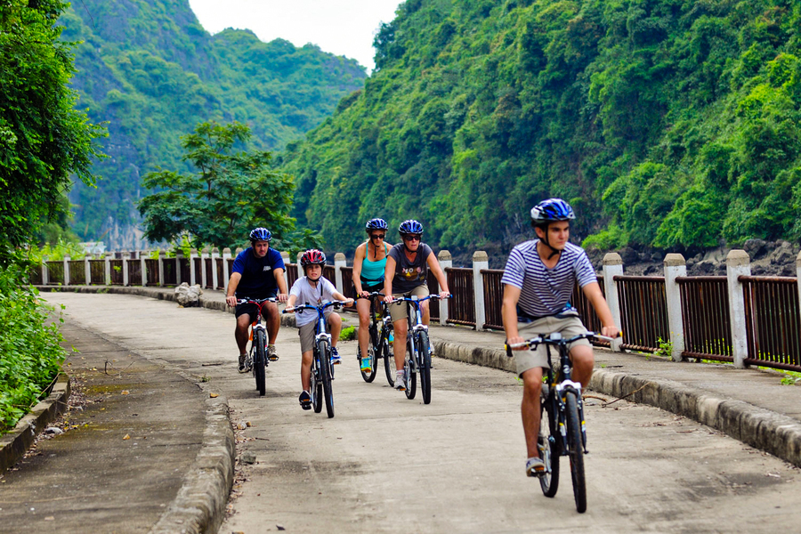 Biking to Viet Hai Village