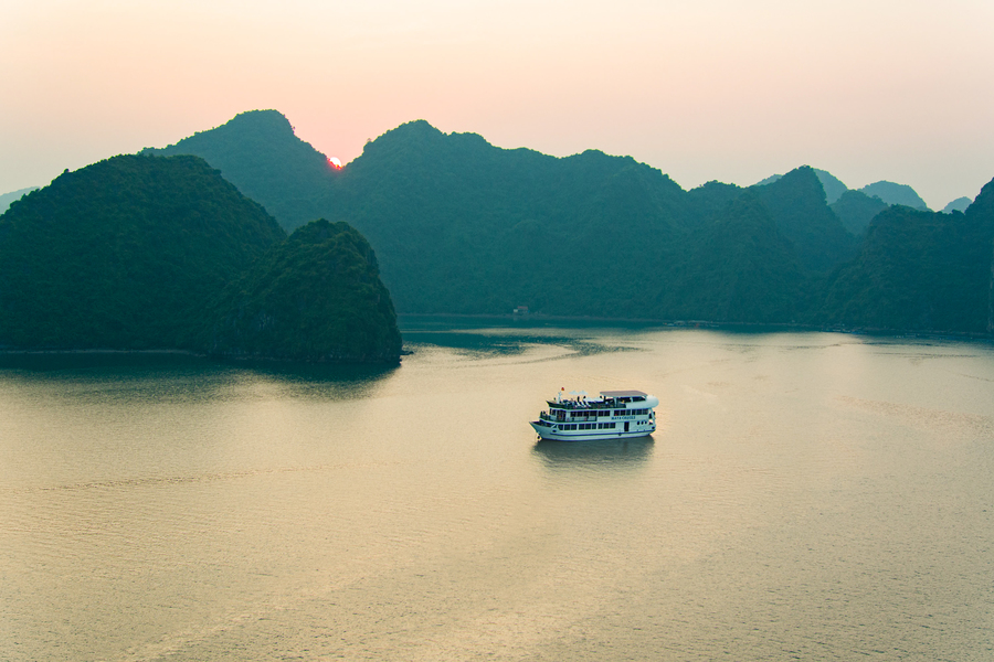 A overnight cruise in Halong bay