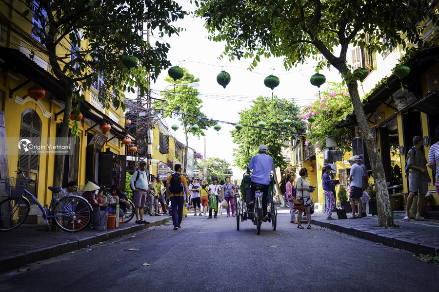 Visit Hoi An ancient town by cyclo