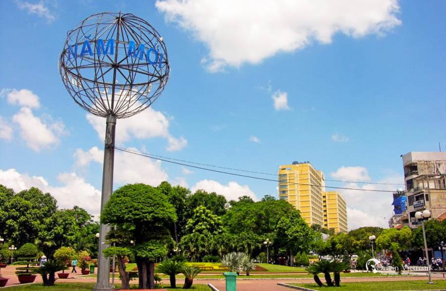 23.9 Park in Pham Ngu Lao Street