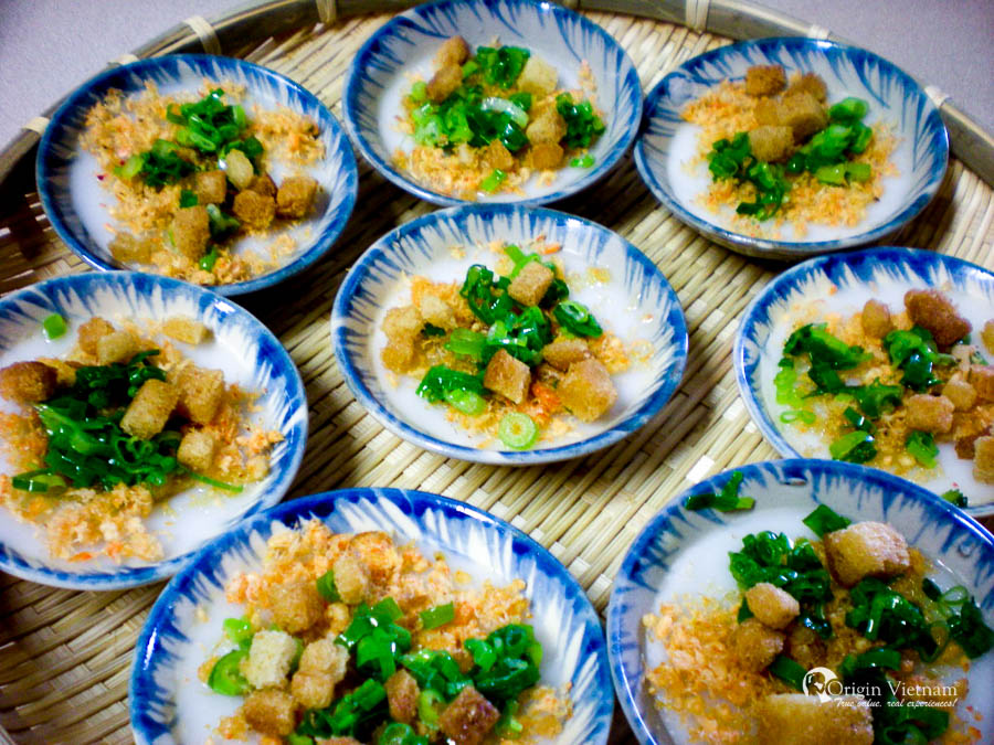 Banh Beo (Bloating Fern - shaped cake)