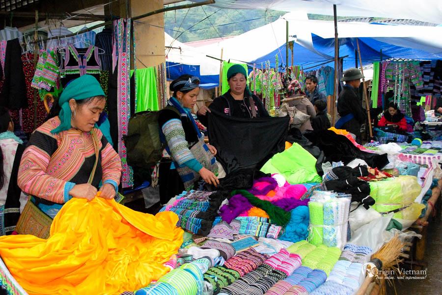 Muong Hom market