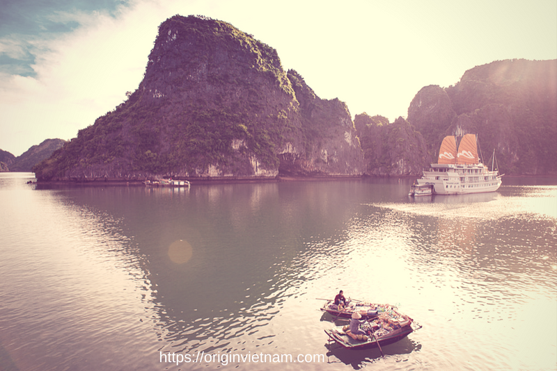 Little floating Shop on Halong Bay. Where selling the drink & food for tourist