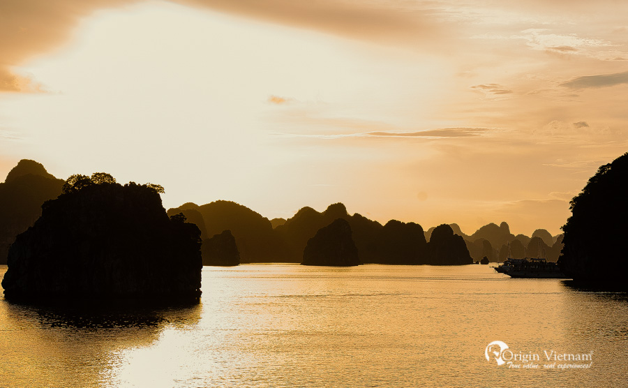 Image sunset Halong