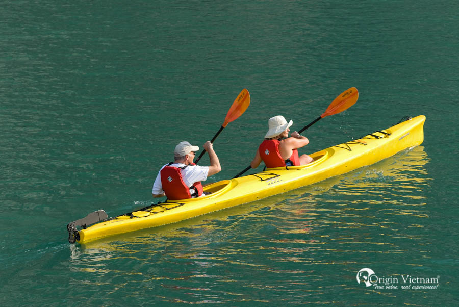 kayaking activity | pelican cruise halong 3 days
