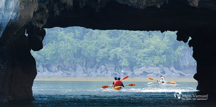 Great to discover Halong Bay by kayak