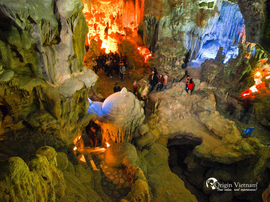 Thien cung cave in Halong Bay