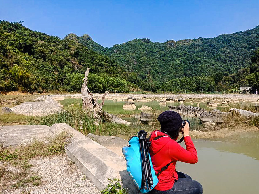Image of tourist visit Viet Hai Village