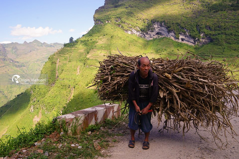 The local people on Ma Pi Leng pass