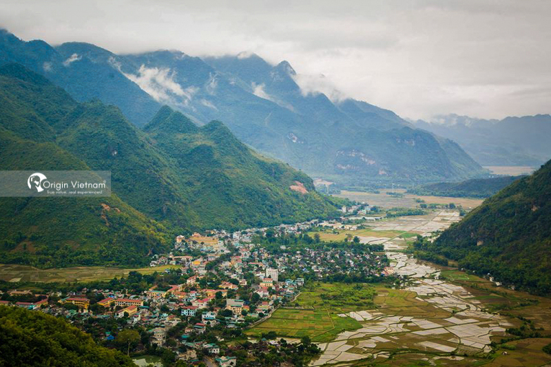 Mai Chau town see from Thung Khe pass