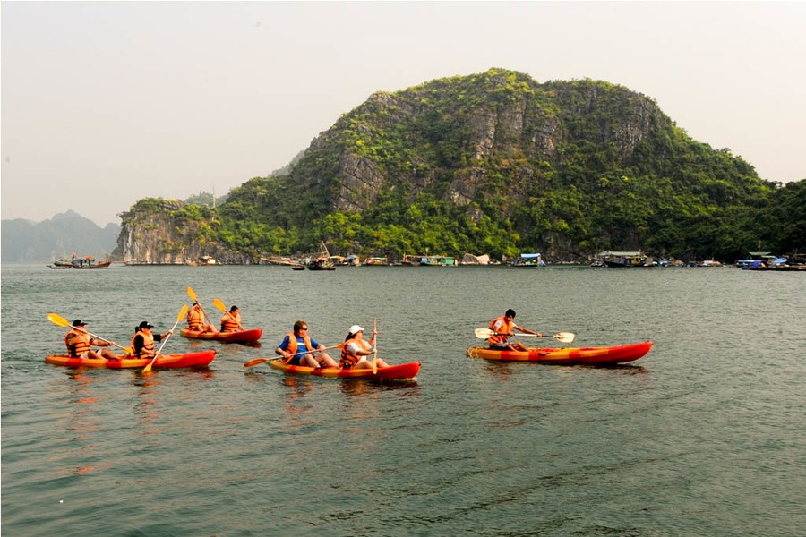 Kayak is selected to discover Lan Ha bay