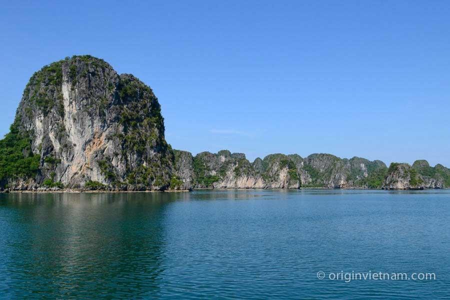 Cong Tay Island - Bai Tu Long Bay