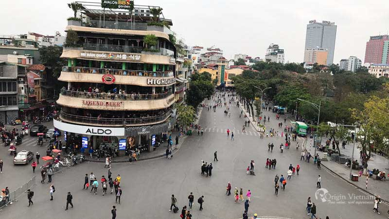 How to cross road in Hanoi
