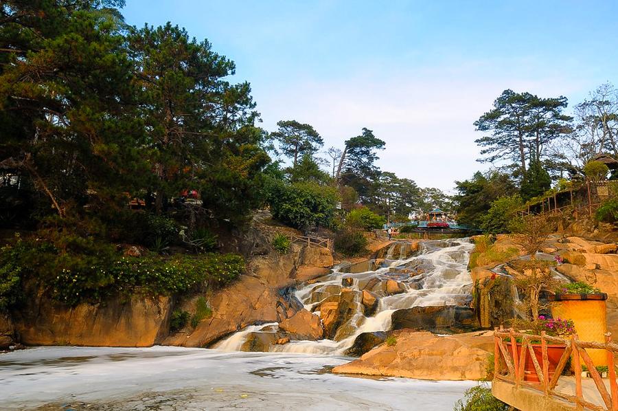 Da Lat Cam Ly Waterfall