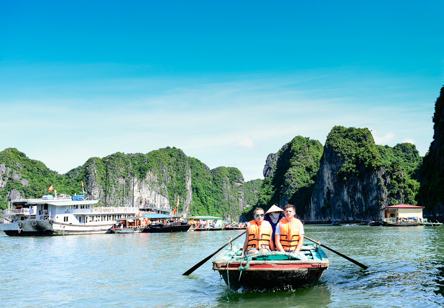 image of tourist visit Dinh Huong