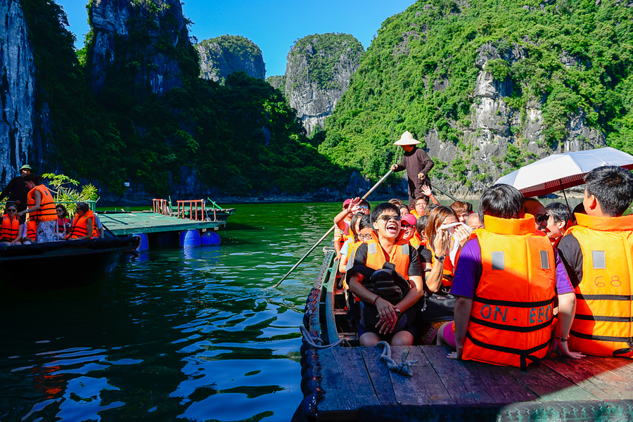 boat trip to luon cave