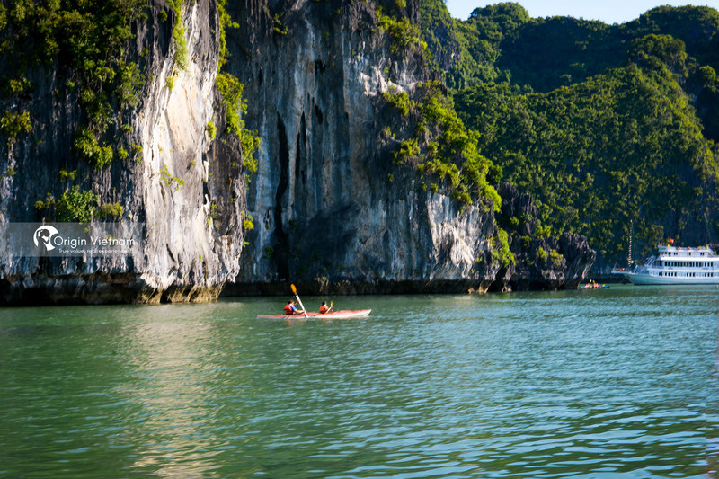 Explore Halong Bay by kayak