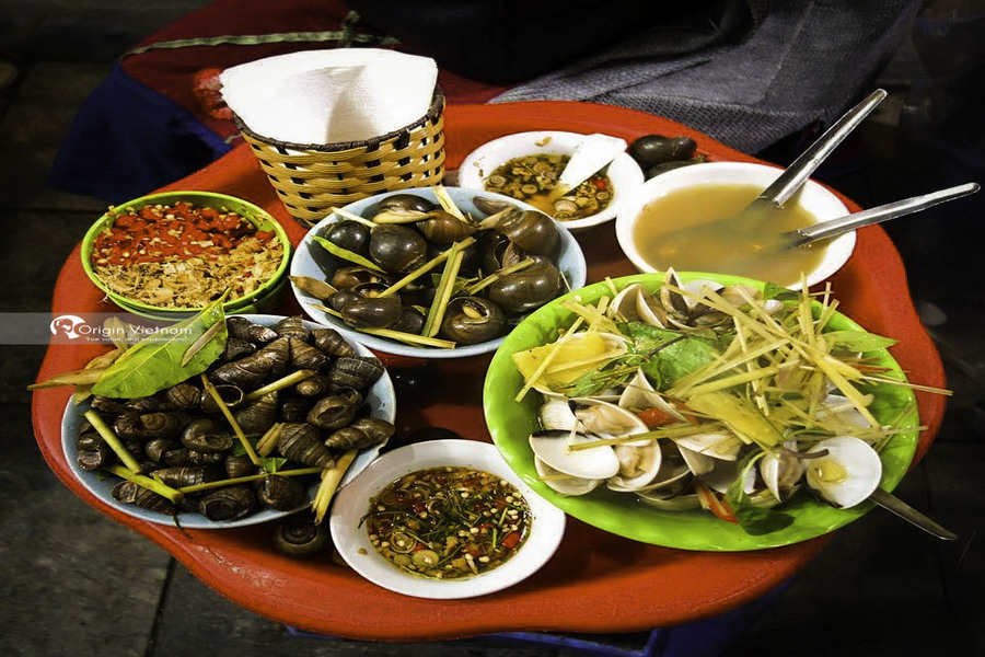 Oc nong – favorite Hanoi street food of the younger
