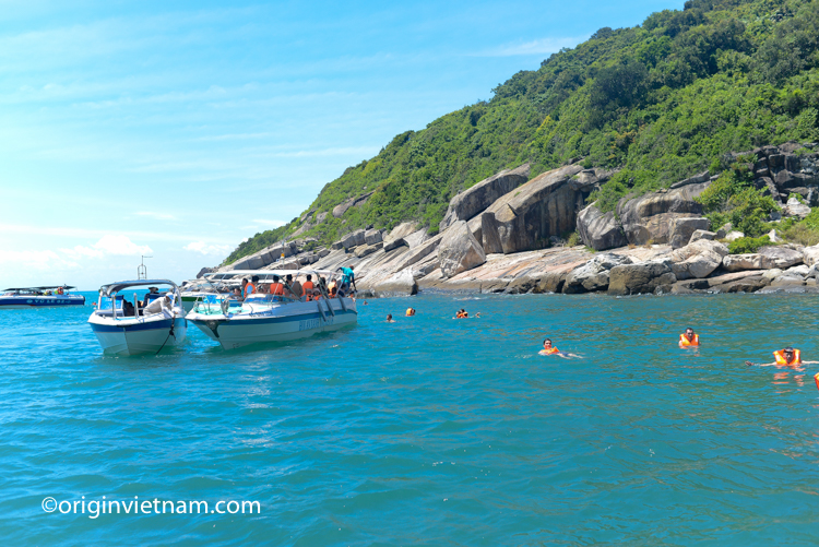 The best way to Cu Lao Cham island by speed boat