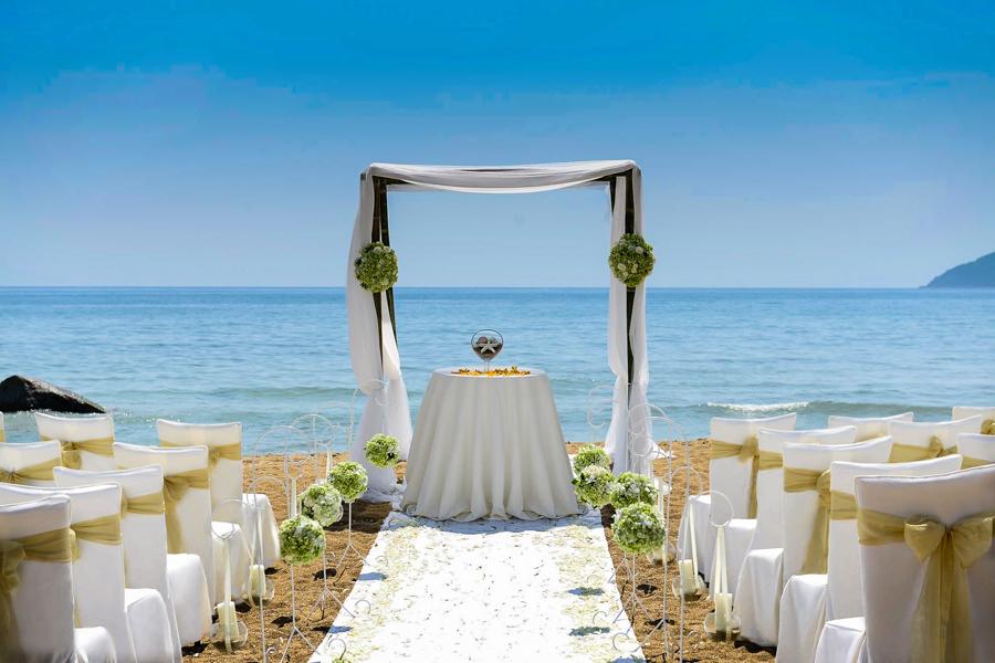 Wedding service on Lang Co Beach
