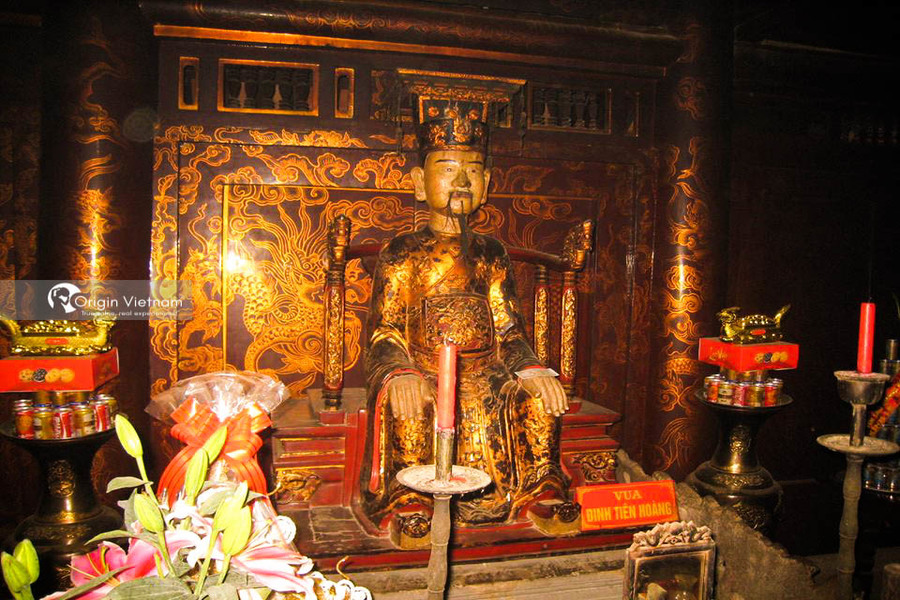 King ly thai to at Hoa Lu temple