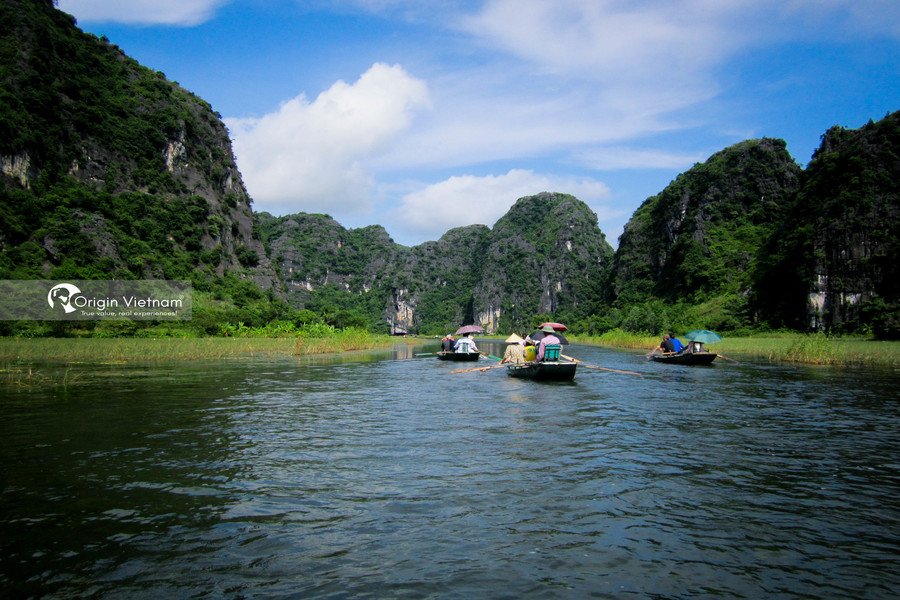 Visit Tam Coc by boat