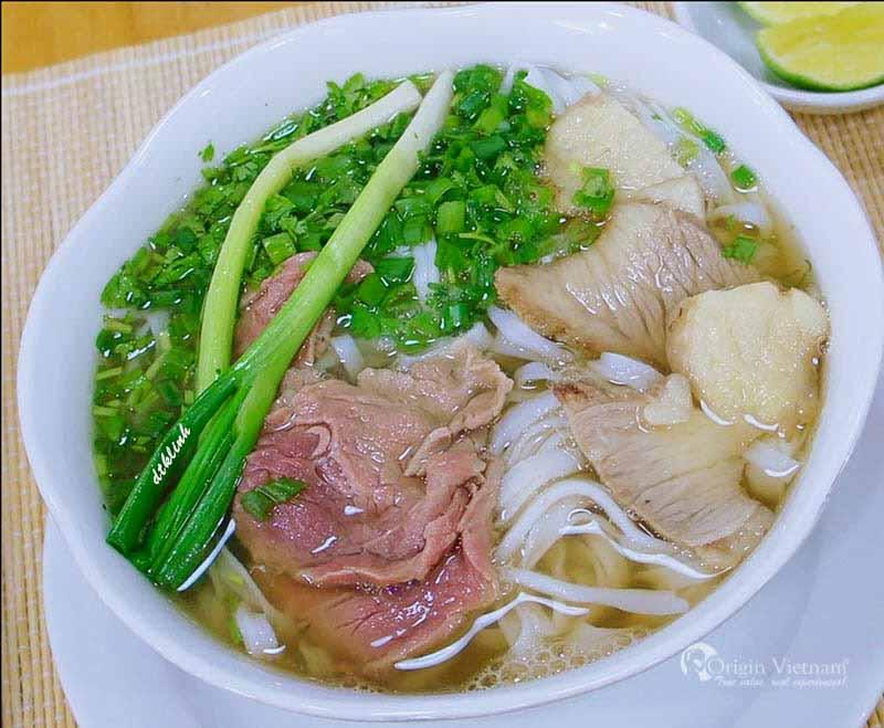 Pho Ha Noi - the most famous street food in Hanoi