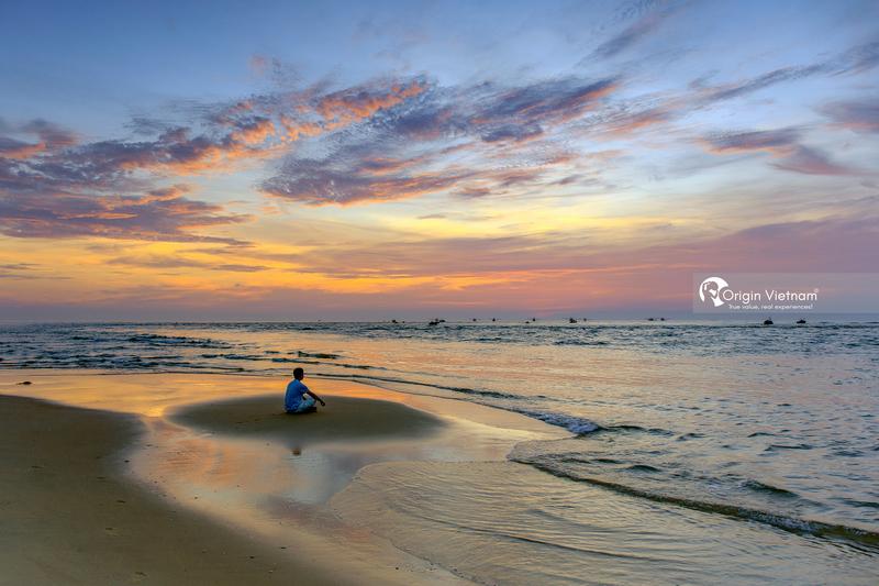 The sunrise on Nhat Le beach