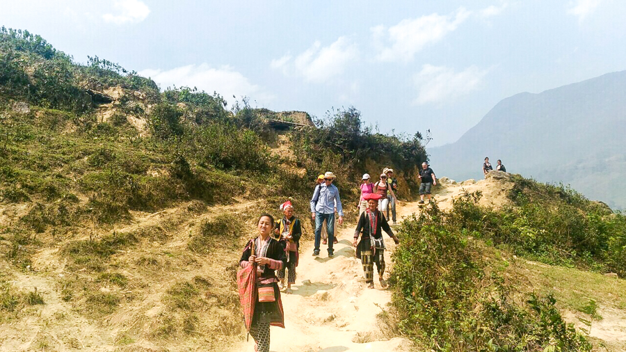 Trek to Lao Chai Ta Van village