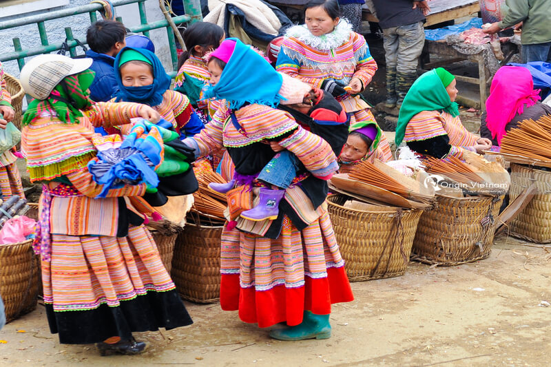 Image of Muong Hum market